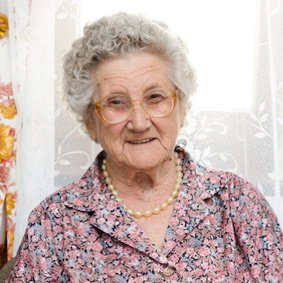 Zufriedene Kundin stundenweisen Seniorenbetreuung Frau Ingeborg Grothe.