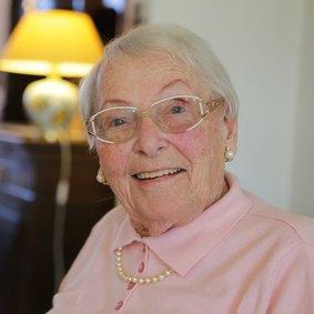 Zufriedene Kundin stundenweisen Seniorenbetreuung Frau Dr. Helene Steinkamp.